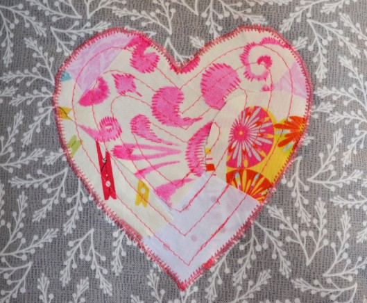 scrappy reverse applique heart pink