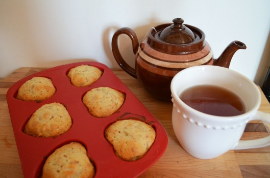 Banana muffins and tea