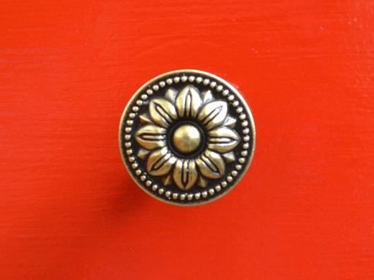 Vintage style brass flower knob